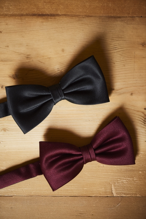 Bow-tie black or dark-red
